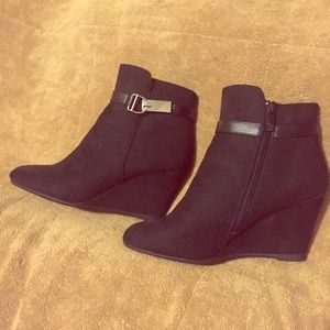 NEW NWT black 7.5 wedge booties Chinese laundry